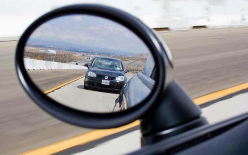 Cách khắc phục điểm mù khi đi xe ô tô tham gia giao thông