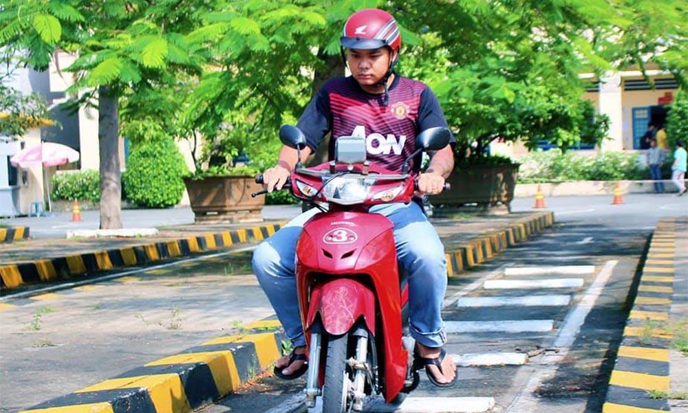 Khóa học thi bằng lái xe máy tại Học lái xe 12h
